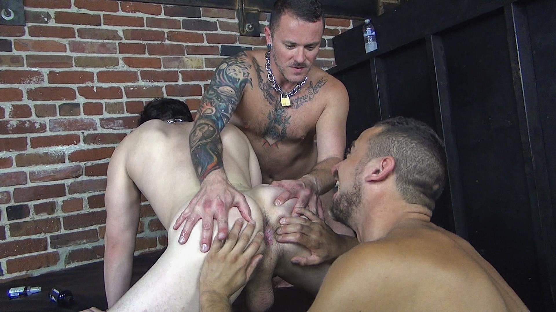 Raw-Fuck-Club-Max-Cameron-and-Jackson-Fillmore-and-Leon-Fox-Bareback-Double-Penetration-Amateur-Gay-Porn-01 Getting Double Penetrated Bareback By A Big Uncut Cock